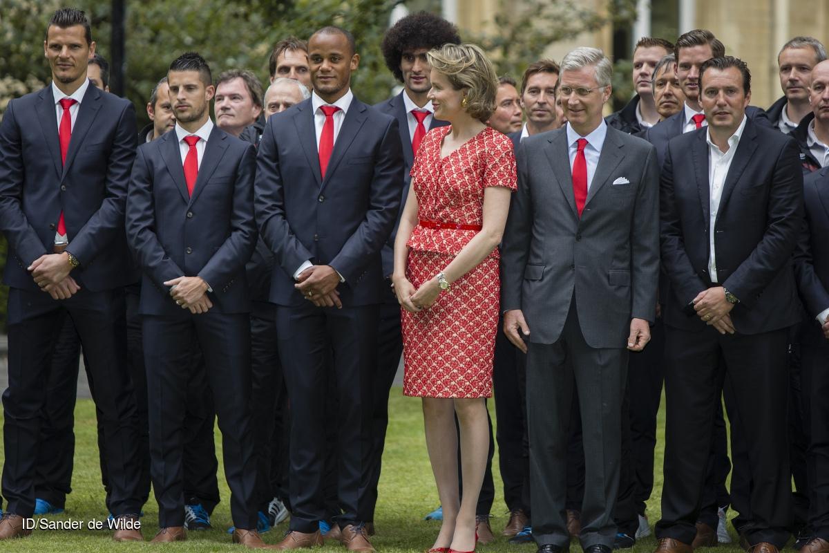 Rode Duivels ontvangst op het Koninklijk Paleis door koning Filip en koningin Mathilde. Koning Filip en Koningin Mathilde voegen zich bij de spelers voor de groepsfoto CREDIT: Imagedesk / Sander de Wilde