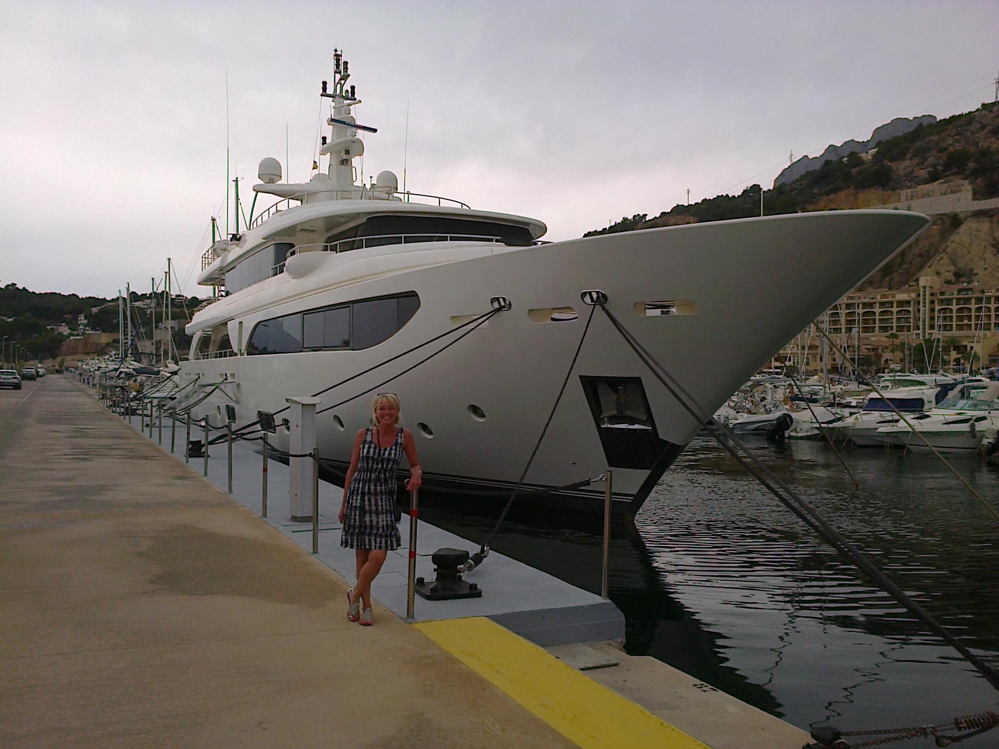 De Rubeccan, het yacht van Jeroen Piqueur, in de Spaanse haven Altea